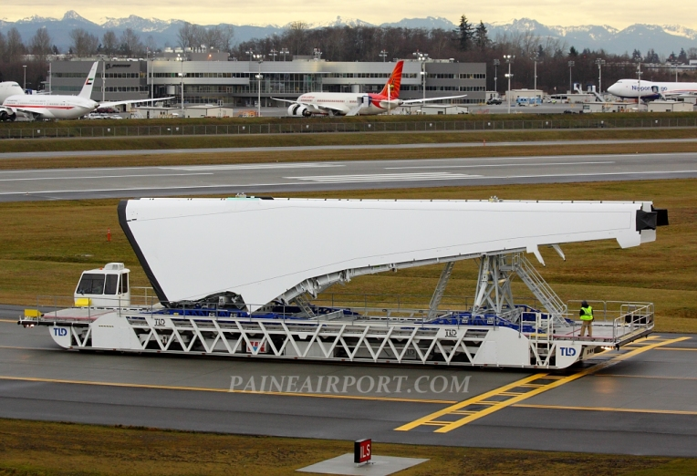 787 wing set at Paine Field
